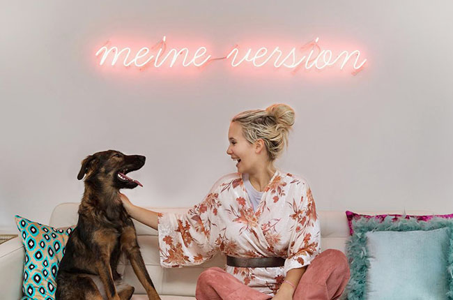"A pink neon sign with the words ""meine version"""