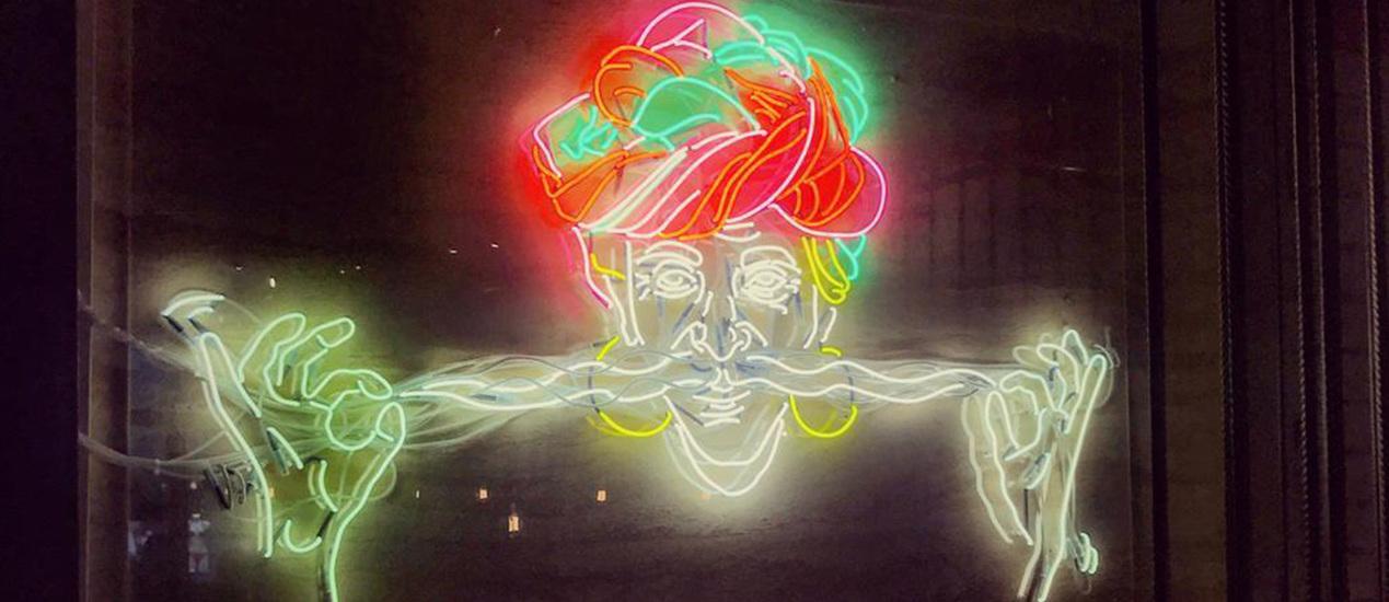 Leuchtmotiv Spaghetti Bart aus Neonlicht
