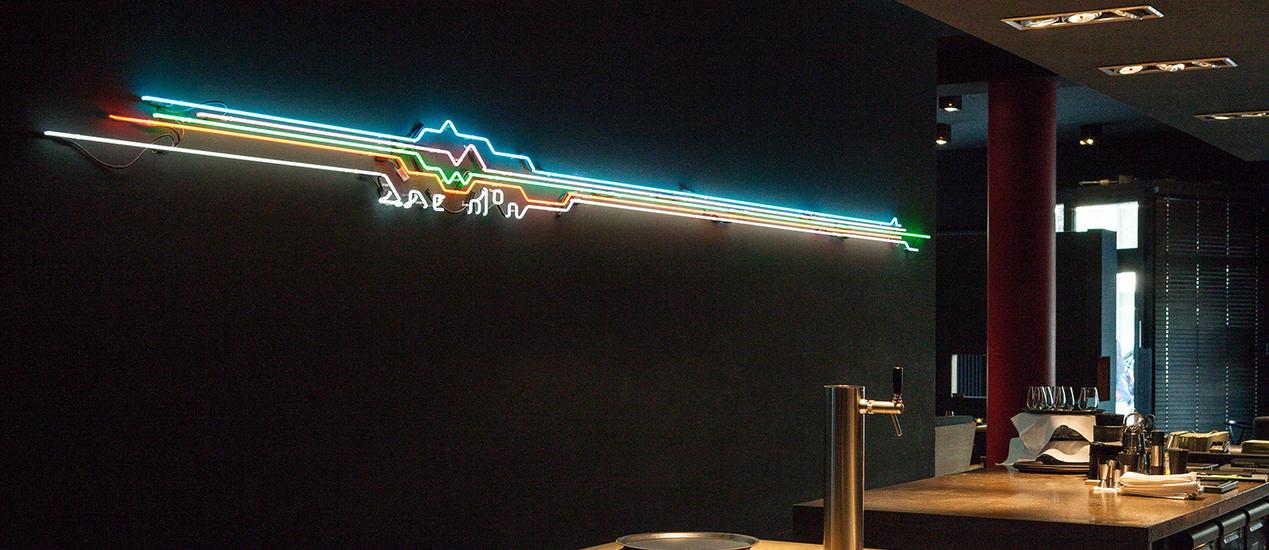 Nike Showroom mit Neonröhren als Merchandise